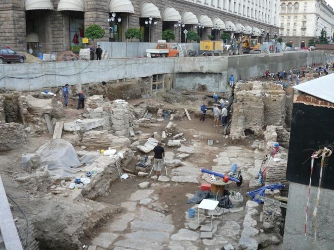 Přímo v centru se odhaluje stará Sofie a historie osídlení této oblasti sahající až do dob před 8 tisíci lety.