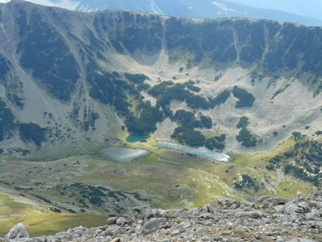 Vlachinski Ezera jsou první z mnoha a mnoha jezer žulové části, na něž se můžete těšit v dalším článku.