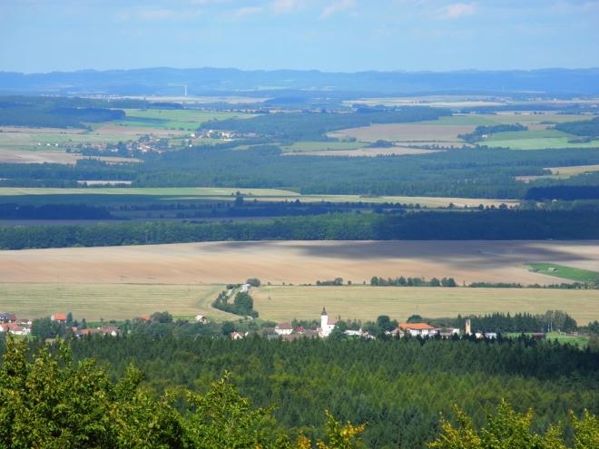 Albrechtice nad Vltavou jsou ještě blíž a tak si je v hezkém světle hned fotím.
