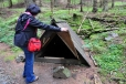 Jitka už dostává velkou žízeň a tak kontroluje stav vody ve zdejší studánce.