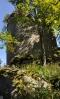 Kunžvart není lehké slušně vyfotit. Přístup skalnatým terénem a prudký sráz pod ním to neumožňují. Tak cvakám co se dá...