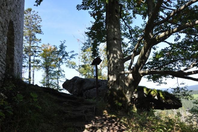 Kámen s výhledem k Polce má několik miskovitých prohlubenin a tak se spekuluje i o jeho významu.
