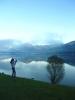 Fotografka v pozdimní krajině u Hallstätter See