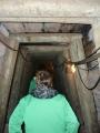V tunelech