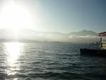 Pohled na jezero a odpolední slunce