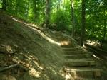 závěrečné schody, kterými končí rokle Rám