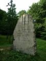 pomník jakýmsi bojovníkům, u kterého lze zaparkovat