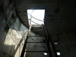 na vrchol věže se musí lézt po 6 žebřících, což je podle mého odhadu asi  40 metrů