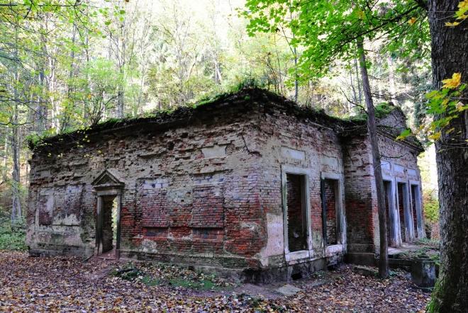 Modrý pavilon také býval výstavní. Dnes jsou z něho ruiny, které se ovšem fotí skvěle.