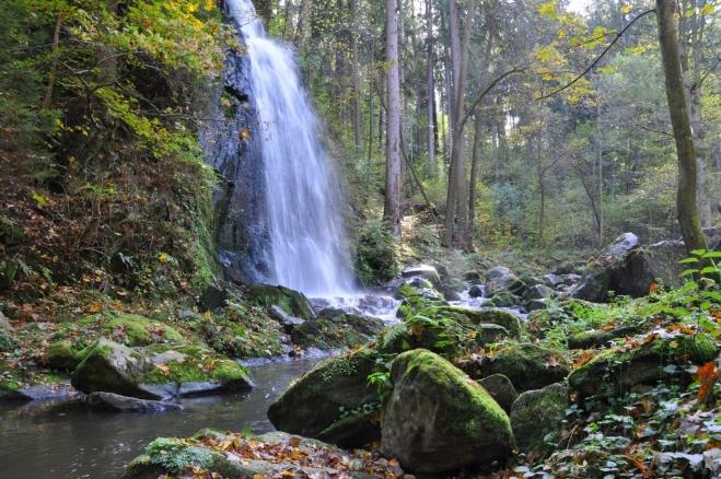 Vodopád v Terčině údolí je sice umělý, ale na kráse mu to nijak neubírá.
