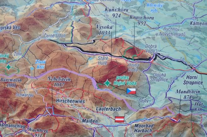 Mapka u rozcestí v Hojné Vodě.