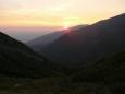 Slunce vychází nad dalším putováním rájem horala, drsným, ale krásným