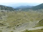 Rozlehlá dolina na západní straně hřebene