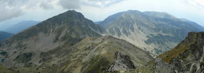 Na jih jsou vrcholy Jalovarniky a Zabatu, k nimž už nejdeme.