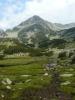 Valjaviški Čukar zakončuje dlouhé údolí vedoucí od Banska téměř rovně na jih