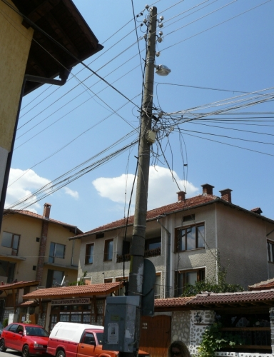 Zadrátované Bansko, ačkoliv mnohá místa v Sofii se mohla chlubit podobnou pavučinou.