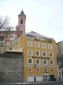Pařízšký farní kostel sv. Pavla nad hotelem
