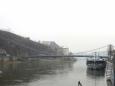 Dunaj s visutým mostem Luitpoldbrücke