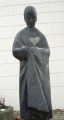 Bronzová socha osiřelé dívky