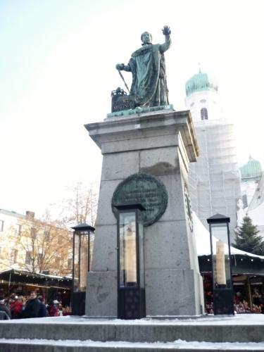Socha Maxmiliána I. Josefa na náměstí Domplatz
