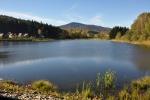 Ktišský rybník (v pozadí Chlum).