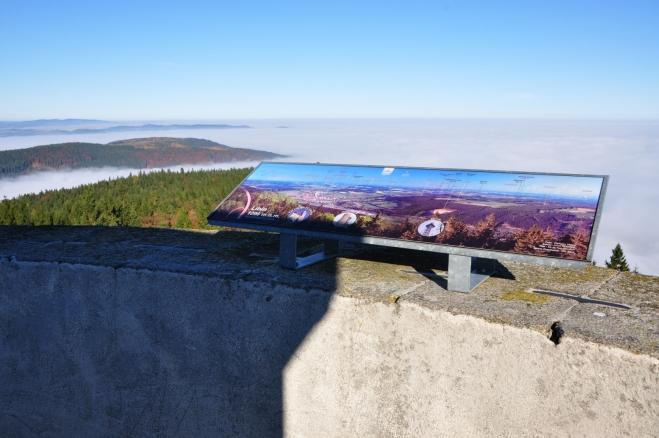 Velmi hezké a podrobně popsané fotografie jsou dílem fotografa Vl. Hoška. Snadno tak určíte kdejaký vzdálený vrchol.