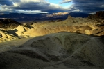 California, Death Valley, Zabriskie Point - východ slunce