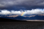 California, Death Valley - duha nad Badwater