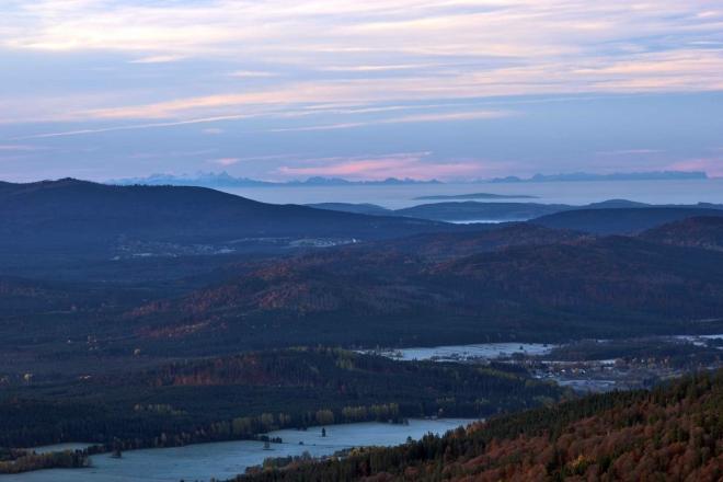 Pohled z Boubínské rozhledny - na horizontu jsou vidět Alpy, dle informací Vládi cca 220 km