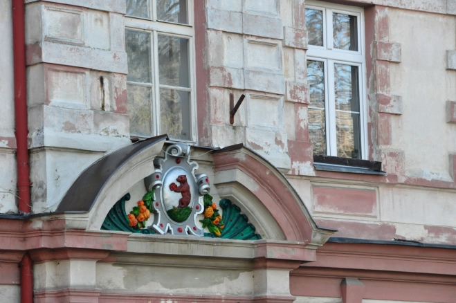 Ornament na domu na náměstí