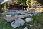 Lesní chata patří správě vojenských lesů Horní Planá.