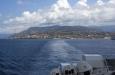 Z trajektu hledíme zpět na Villa San Giovanni v Kalábrii