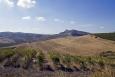 Ještě než přijedeme do Poggioreale, musíme občas zastavit a zvěčnit okouzlující, ale pro zemědělství docela drsnou okolní krajinu