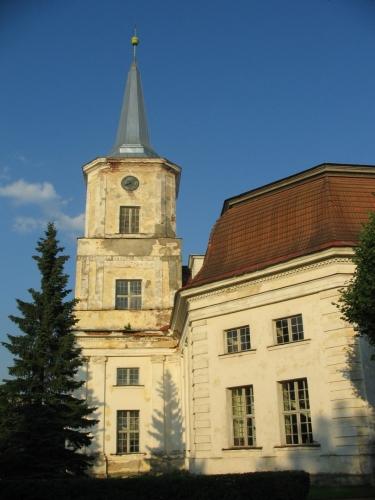 Kostel svatého Jana postavený v roce 1816 je v rámci Estonska unikátní svým oválným půdorysem.