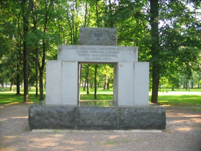 Památník připomínající osvobození Tartu z roku 1919, kdy v obrněném vlaku přijeli estonští vojáci a dobyli město obsazené sovětskými silami. Původně byl postaven roku 1932, samozřejmostí je pak jeho stržení Sověty (o 8 let později). K obnovení došlo roku 2006.