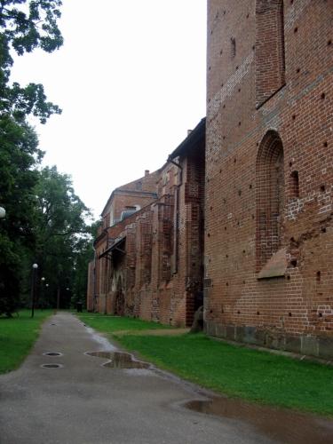 Katedrála byla na kopci vybudována v 13.–16. století, koncem tohoto období měla dvě mohutné 66metrové věže. Následně byla až do 18. století různými vlivy ničena, až z ní zbyly jen takové zajímavé ruiny. V rekonstruované části dnes sídlí univerzitní muzeum historie, zbytek stavby byl alespoň zajištěn proti dalšímu rozpadu.