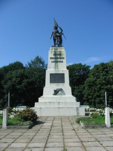 Osudy památníku estonské osvobozenecké války v Rakvere se drží typického scénáře – vztyčen po získání nezávislosti (1925), zničen v období druhé světové války (1940) a obnoven po rozpadu Sovětského svazu (1992).