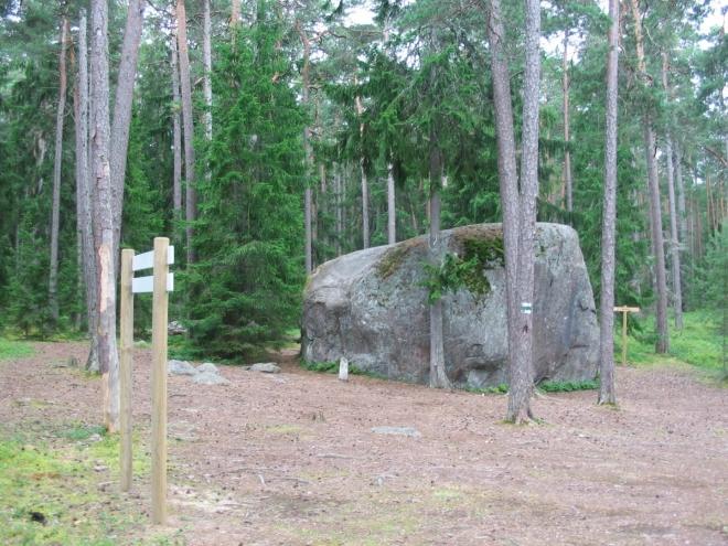 Téměř pět metrů vysoký kámen Matsikivi, stejně jako ostatní se sem dostal díky ledovci.
