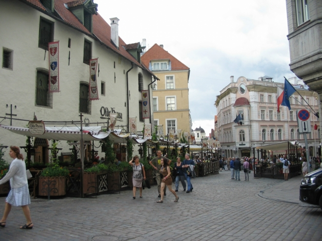 """Název tohoto místa (Vana turg) si troufám přeložit jako """"Starý trh"""". Jak se blížíme k hlavnímu náměstí, jsou ulice díky davům turistů stále přecpanější."""
