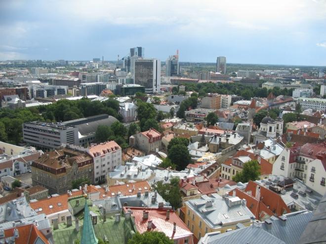 Se starým městem zajímavě kontrastuje moderní čtvrť, kde jsme naši dnešní prohlídku začínali. Jistě jste si už také všimli, že Tallinn rozhodně netrpí nouzí o městskou zeleň.
