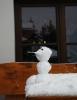 Sněhulák láká do hospody hladovce. Horská Kvilda U Honese.