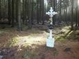 křížek u křižovatky cest, vydržel přes 40 let socialistického vojenství, všichni se na něj báli sáhnout !