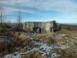 bunkr pod kopcem Houpák, který byl vybudován někdy kolem roku 1936; armáda na něm testovala odolnost proti dělostřelecké palbě