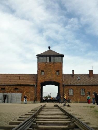 Strážná věž SS s příjezdovou kolejí