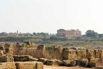 Z mnoha míst Akropole se nabízí pohled na dominantu východního bloku (Templi Orientali)- Tempio F