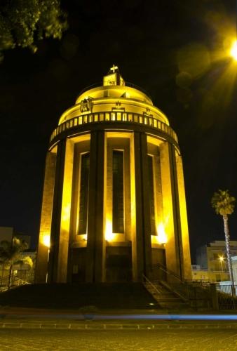 Pantheon dei Caduti Siracusa - jediný objekt, ketrý jsme večer viděli nasvícený