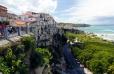 Tropea - z vyhlídkové terasy je úchvatný pohled do všech stran, jak na historickou obytnou část města ...