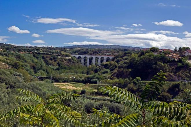 Železniční most mezi Tropeou a Capo Vaticano
