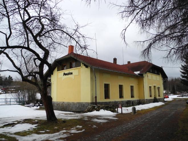 Penzion přestavěný z nádražní budovy ve Stožci je útulný a levný.