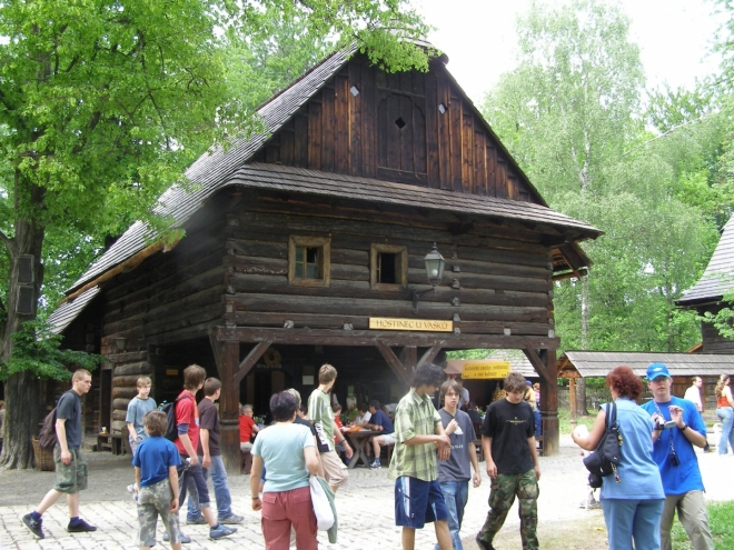 V rožnovském skanzenu (2007, Jitka Fixová)